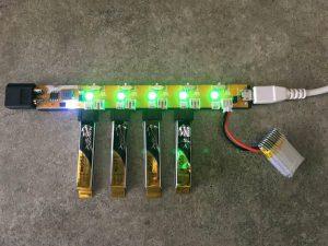 規格違いのバッテリーを同時に充電可能