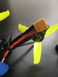 バッテリーケーブルをチューブで覆う