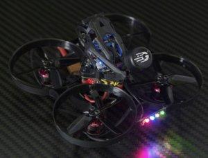 Anger 85X 4K HDのLEDライトがカラフル