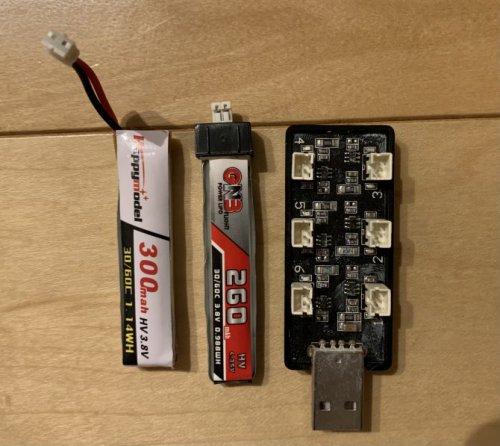 PH2.0充電器とバッテリー