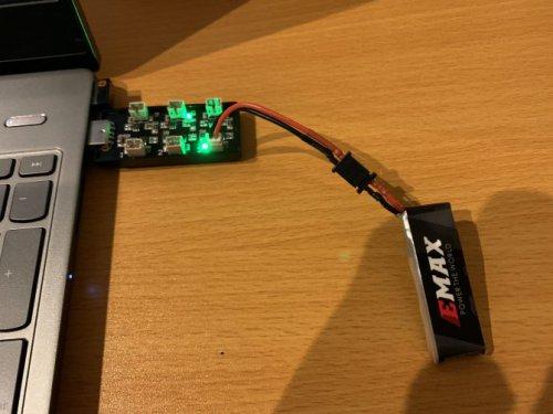 Emax Nanohawkの充電方法